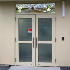 山百合:麻生区市民交流館やまゆり玄関窓